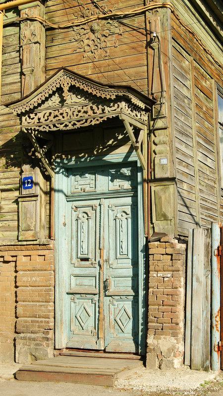 Старинная дверь с кружевным навесом - nika555nika Ирина