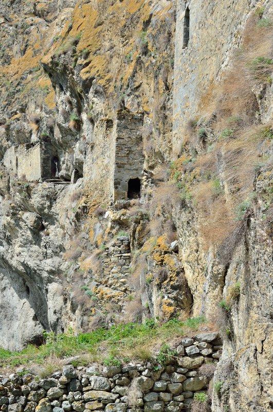 Наскальные башенные укрепления, Северная Осетия - Мария Климова