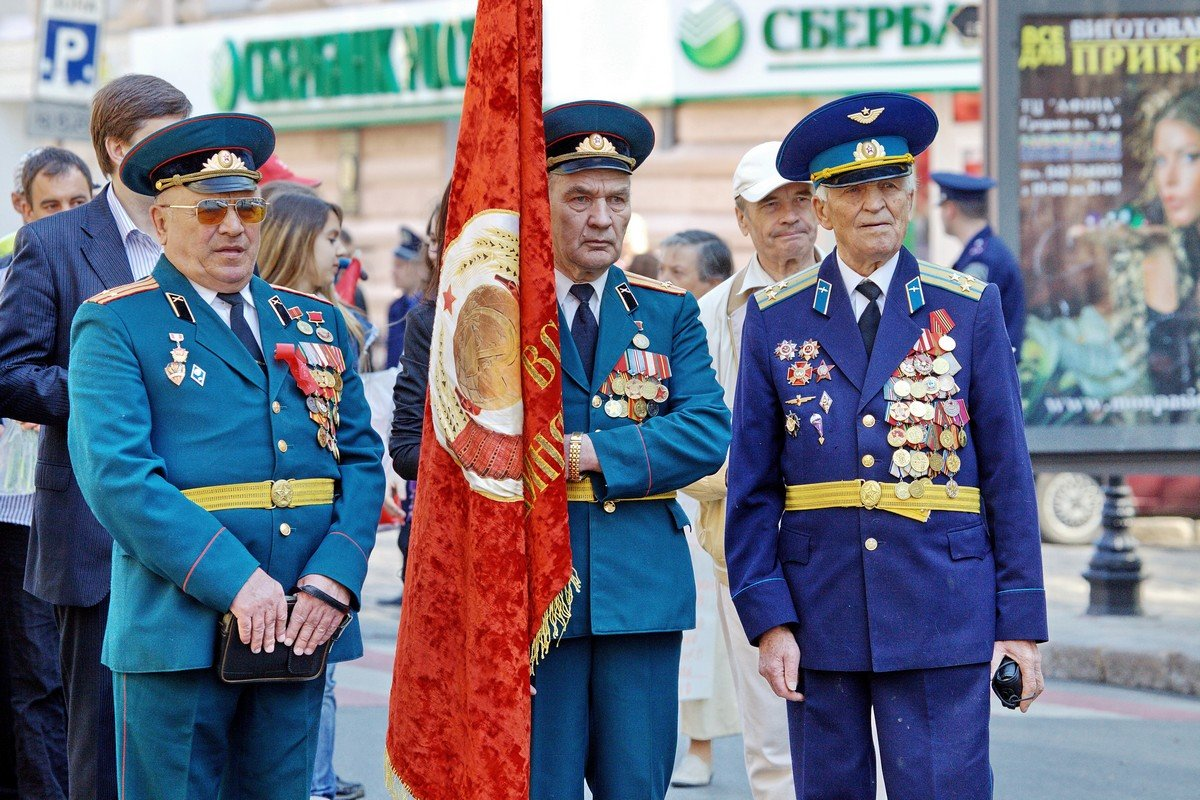 С Великим Праздником, Днем Победы советского народа, дорогие друзья!.. - Вахтанг Хантадзе