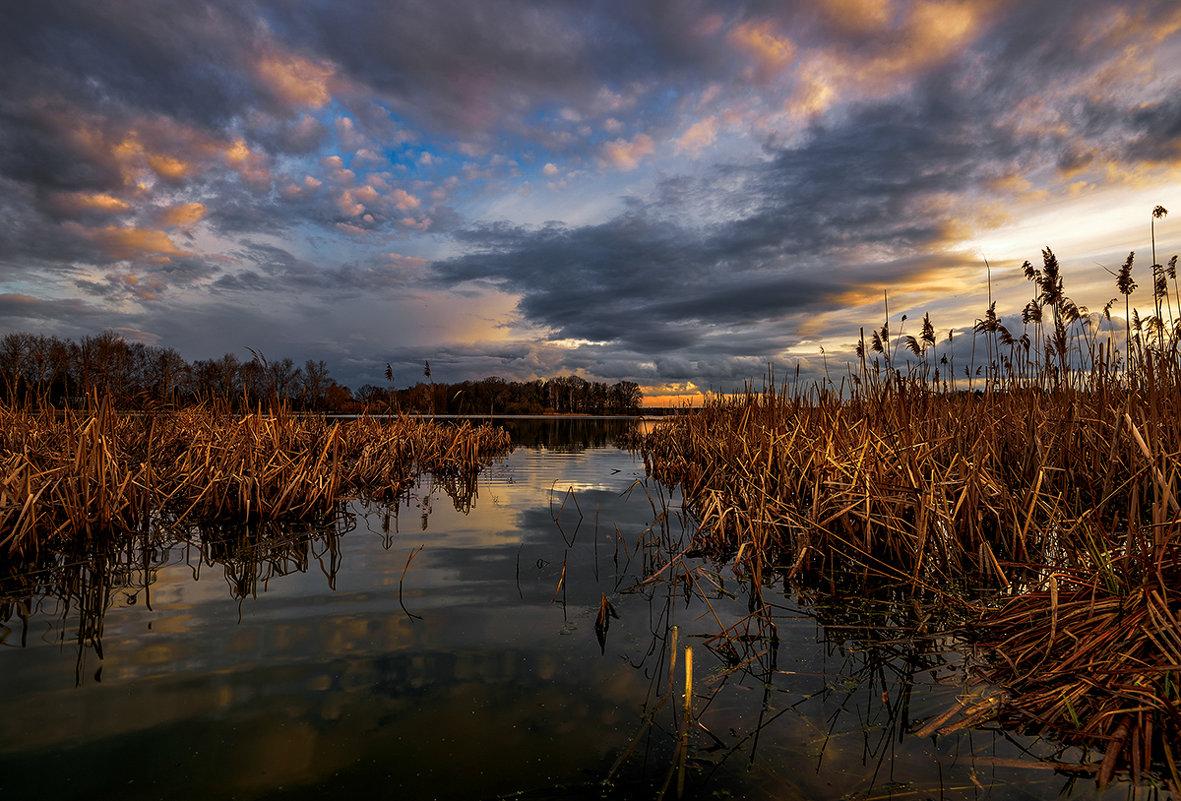 По протоке с облаками - Владимир