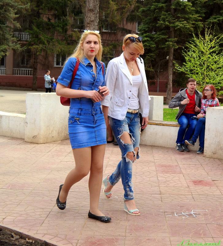 Интересно, почему рваные джинсы это модно, а дырявые колготки и носки - нет?:) - Андрей Заломленков