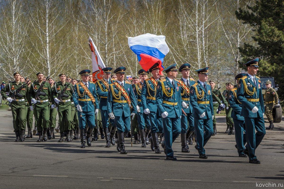 Парад в Юрге - Виктор Ковчин