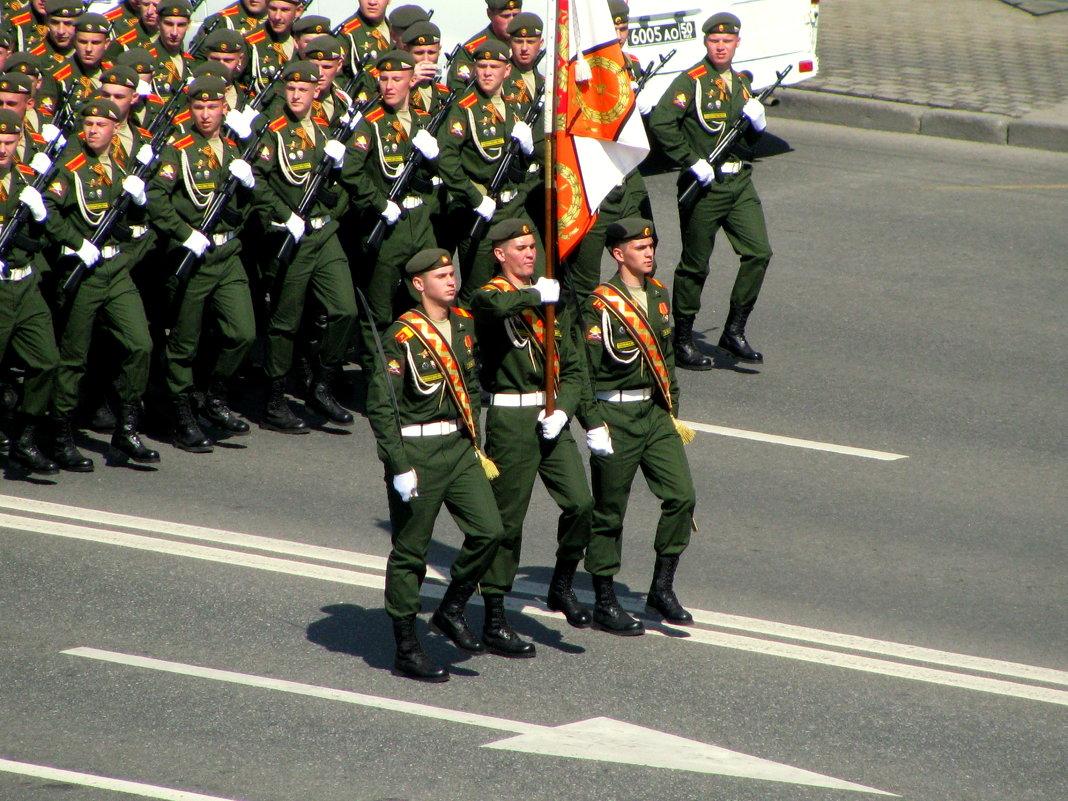 На параде Победы. - Владимир Драгунский