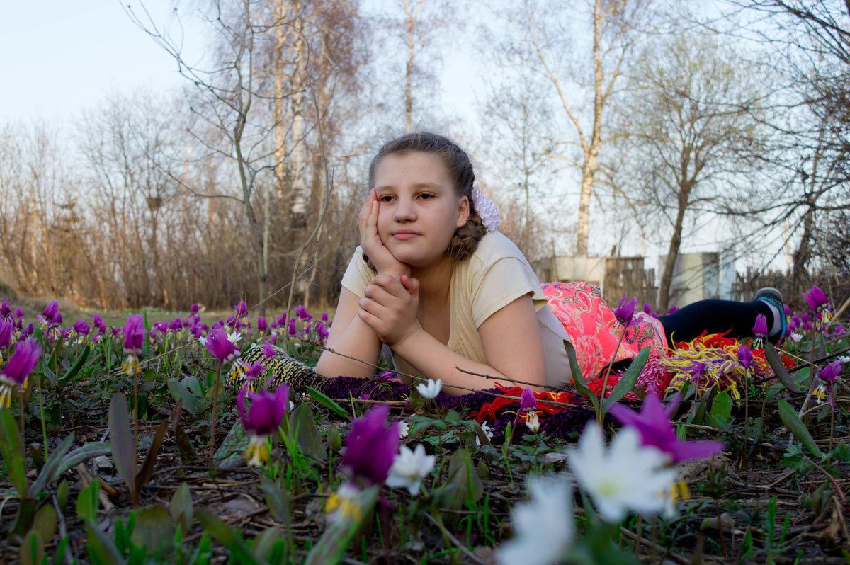 Мечтает на весенней полянке... - Владимир Деньгуб
