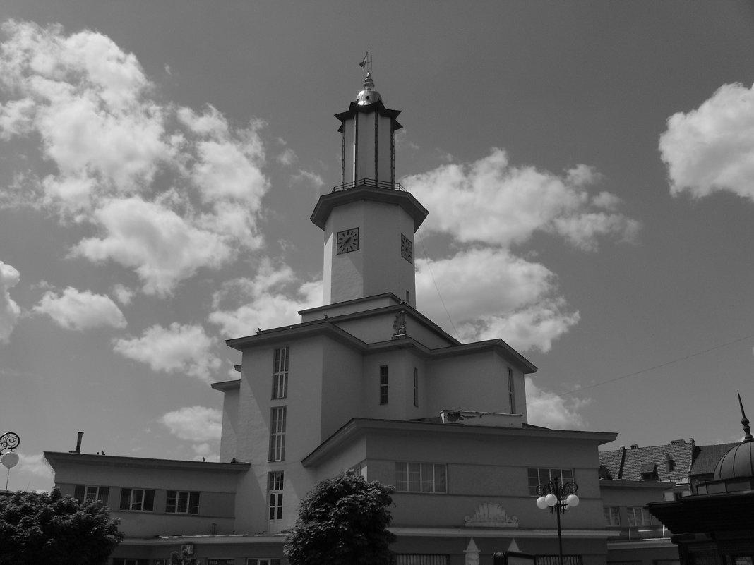 Ивано - Франковская   ратуша - Андрей  Васильевич Коляскин