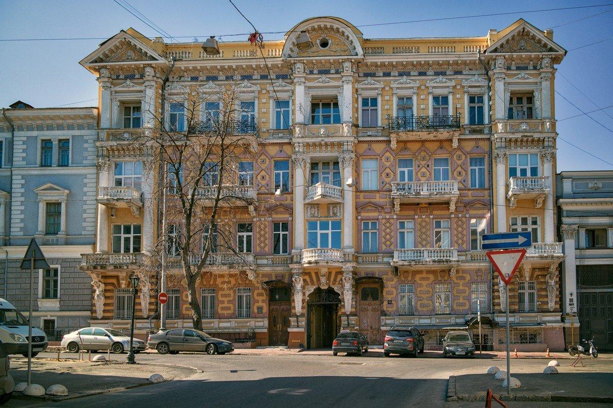 В марте на Гоголя... - Вахтанг Хантадзе