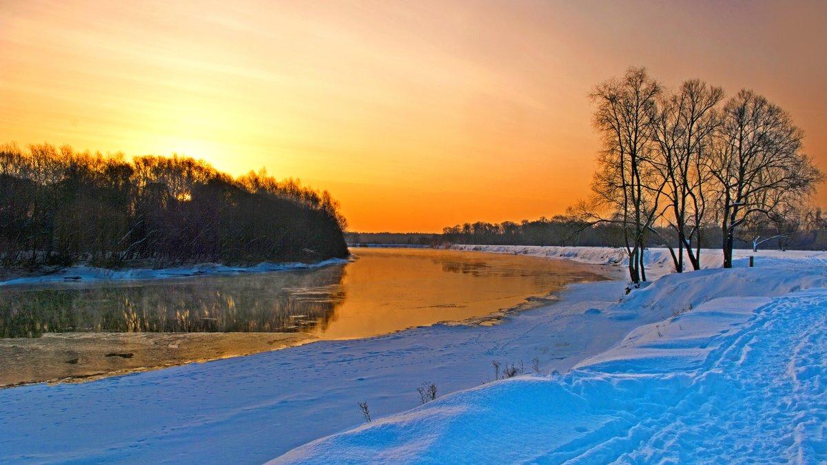Яркий восход над рекой - Дубовцев Евгений