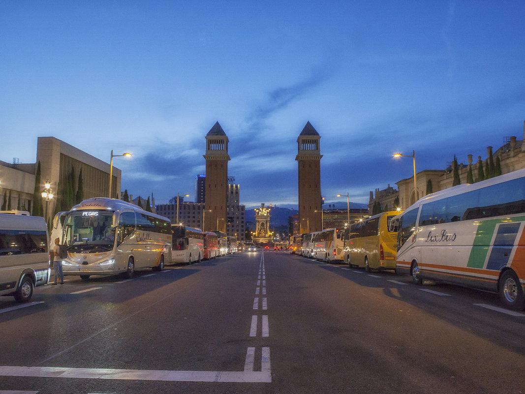 Площадь в Барселоне - Марина Назарова