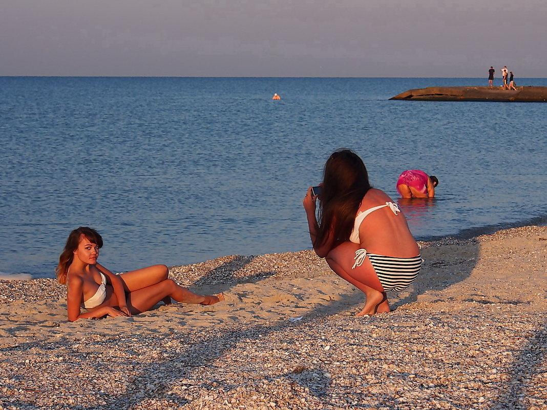 Сняли девчонок на пляже, фото трусики на дискотеке