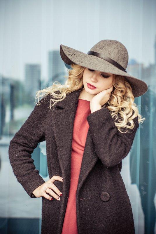 Девушка в шляпе - Екатерина Ляпич