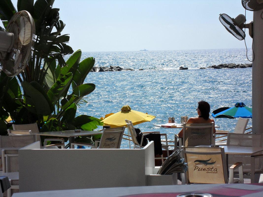 Средиземное море. В кафе - Ирина Л