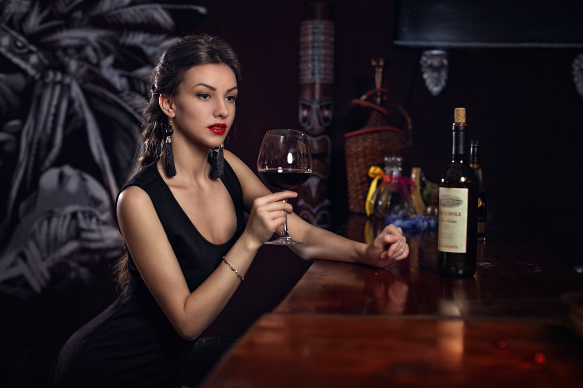 У барной стойки - Георгий Бондаренко