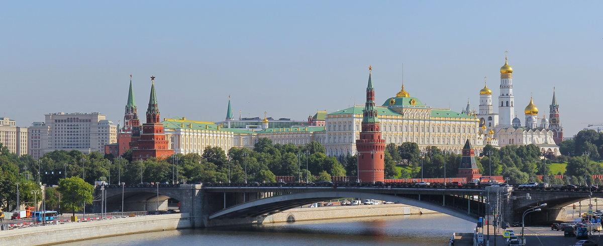 Москва зпт Кремль тчк - Андрей