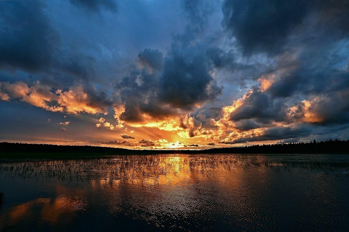 Закат на озере - Николай