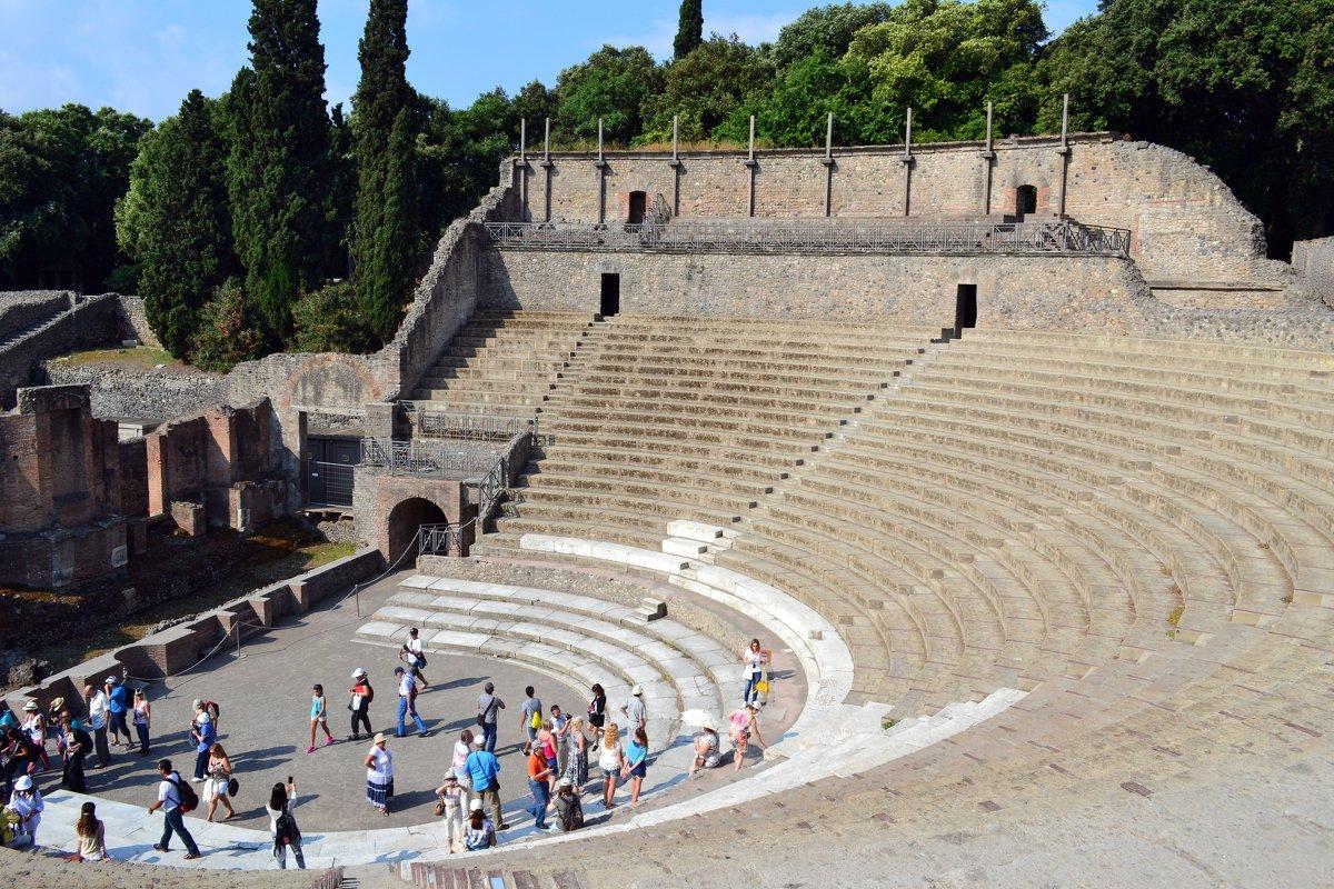 Амфитеатр в Помпеях - Ольга