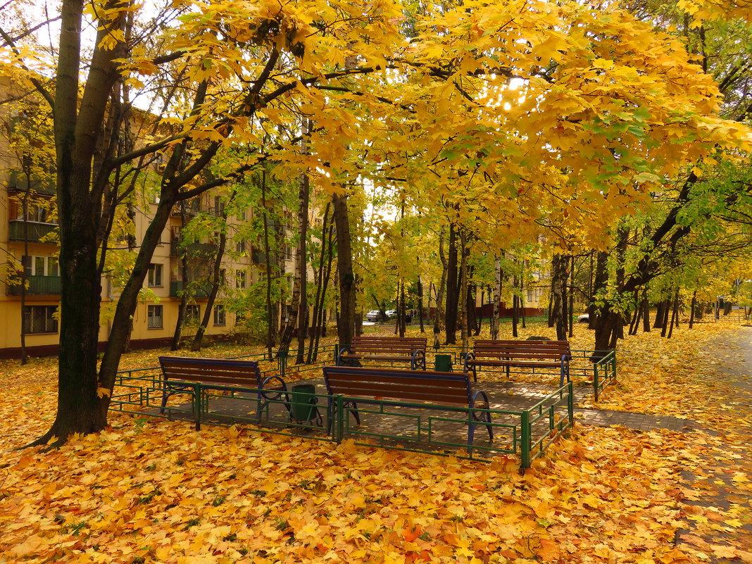 Осень не первоначальная в городе - Андрей Лукьянов