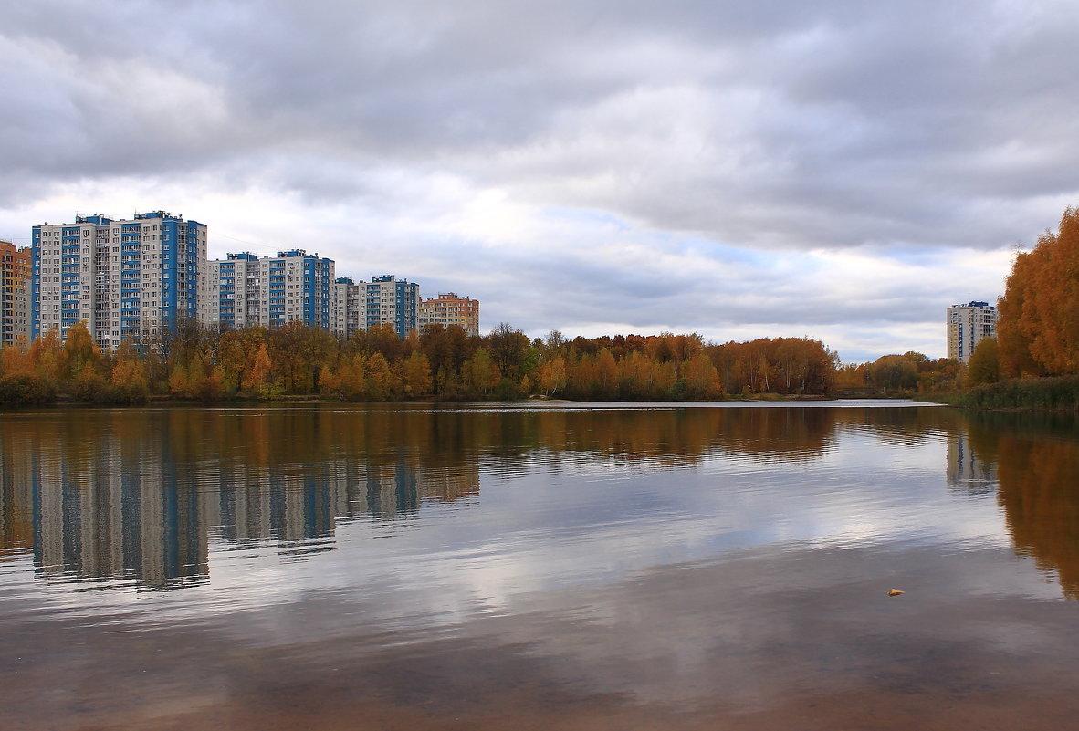 В отраженьях октября - Татьяна Ломтева