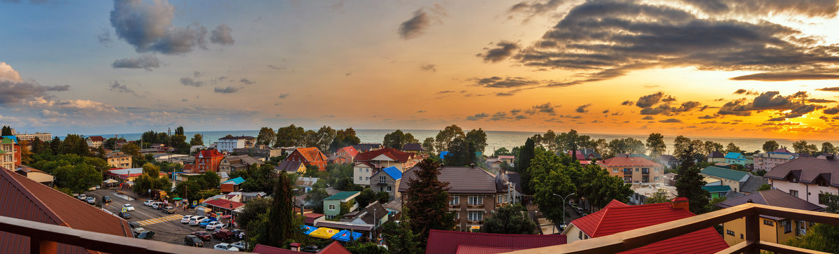 Прекрасный вечер на Юге ( Вид с балкончика ) - Андрей Гриничев