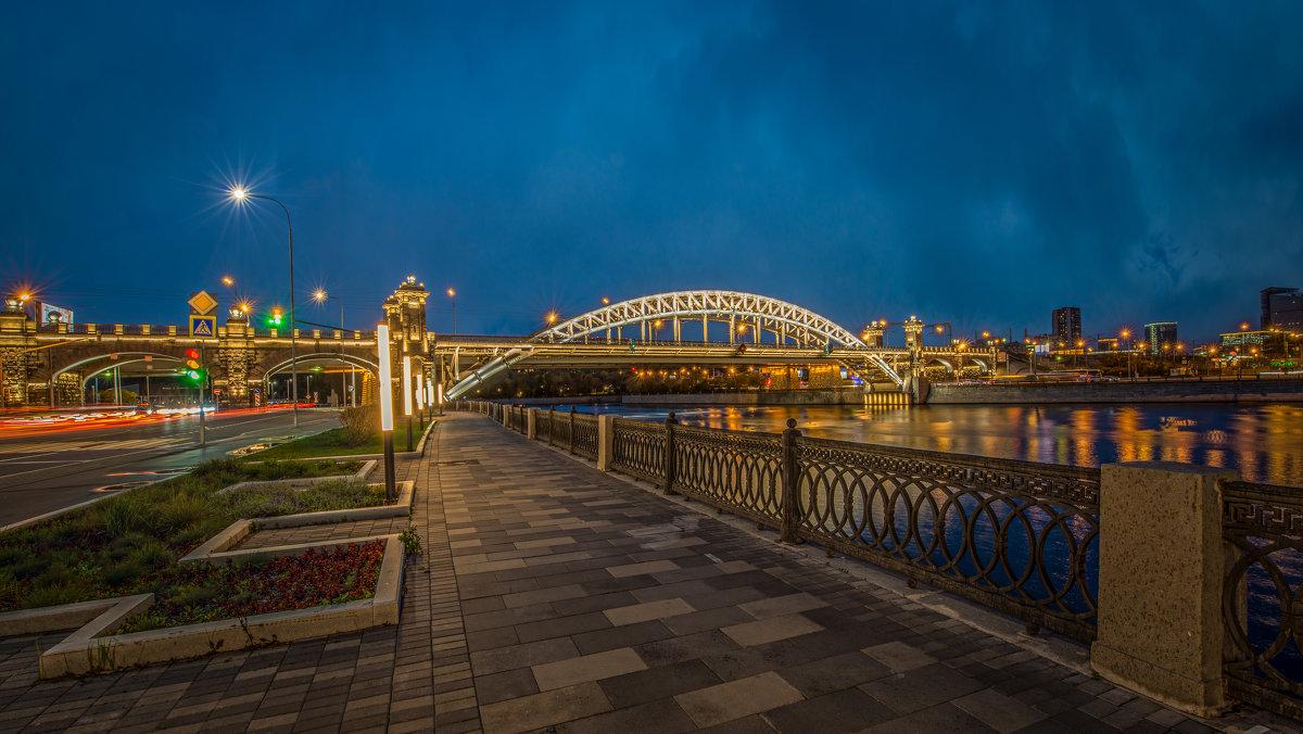 Москва. Лужнецкий мост (вечер) - Борис Гольдберг