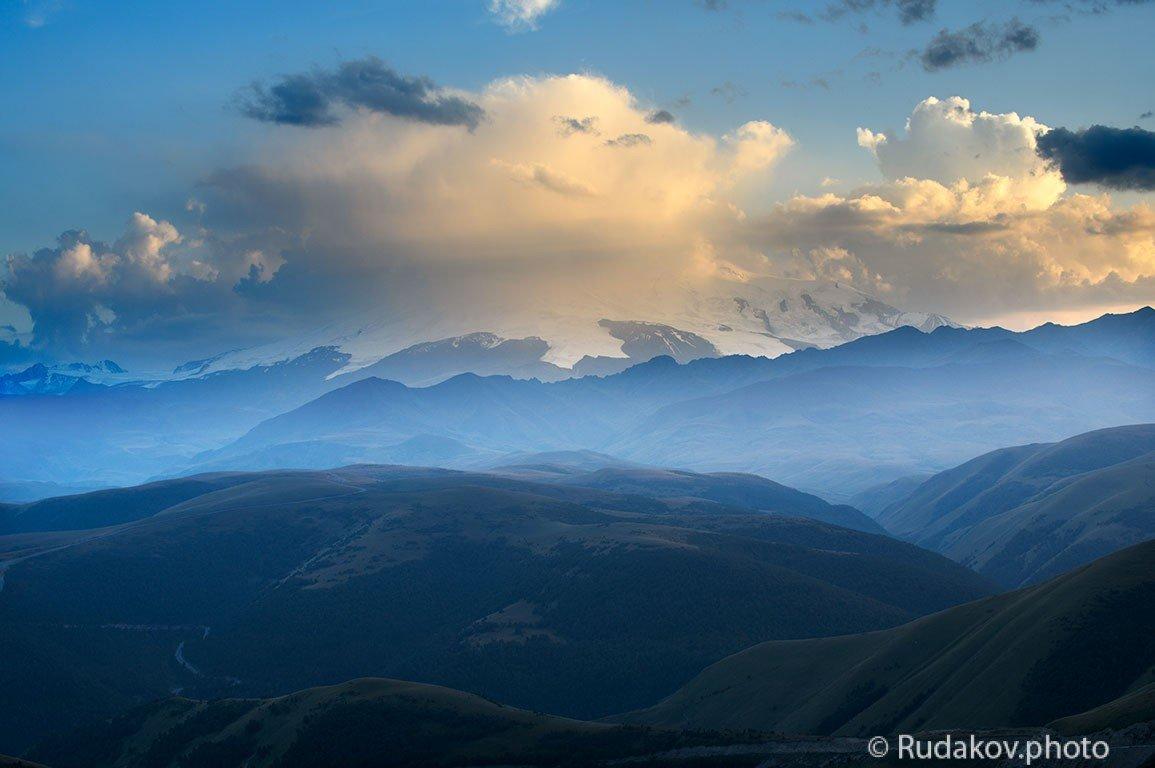 Эльбрус укрытый облаками - Сергей