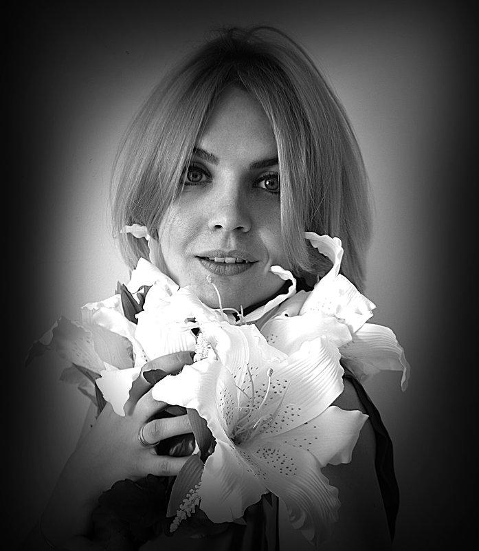 Девушка с лилиями - Vorona.L