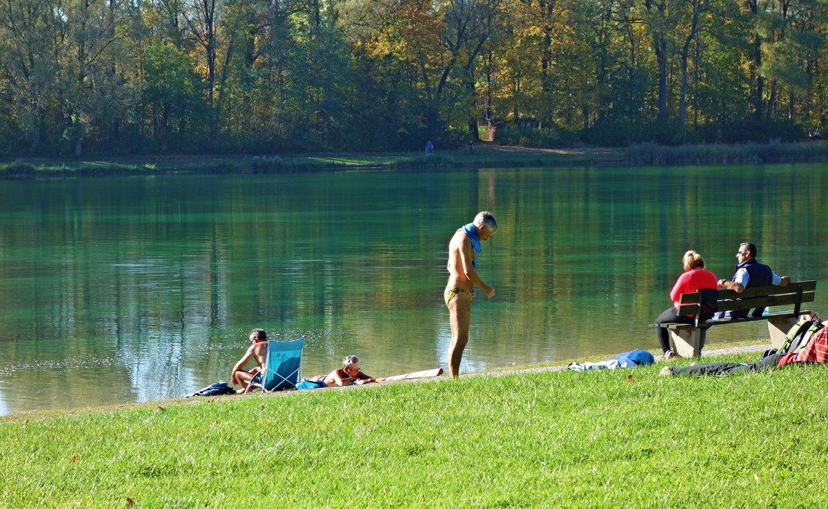Октябрь...купальный сезон продолжается... - Galina Dzubina
