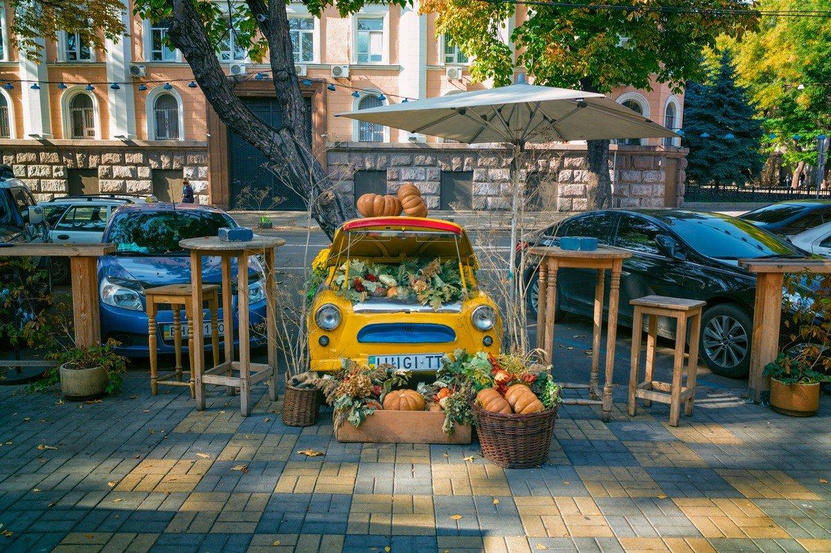 Осень на улицах Одессы. - Вахтанг Хантадзе