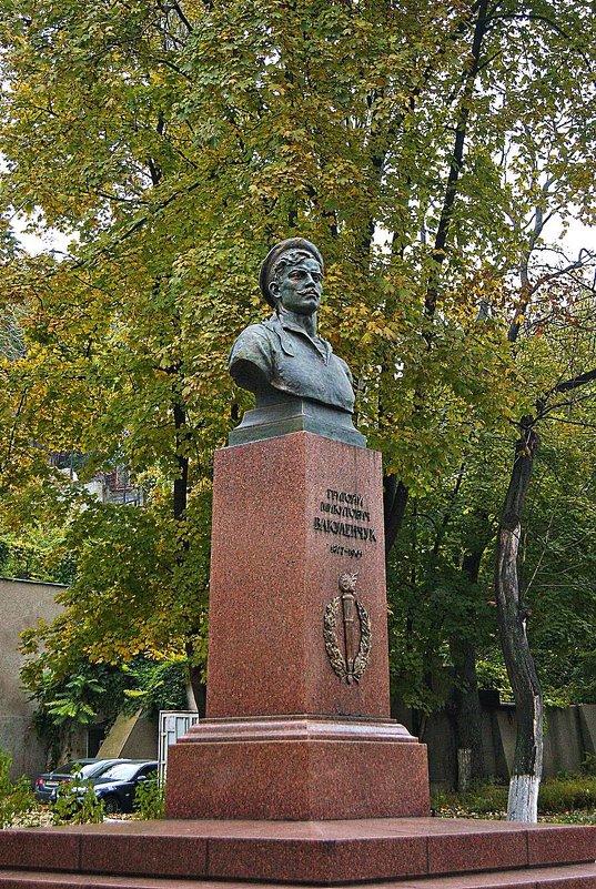 памятник Г.Н. Вакуленчуку - Александр Корчемный