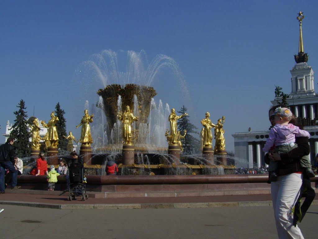 у фонтана Дружба народов - Анна Воробьева