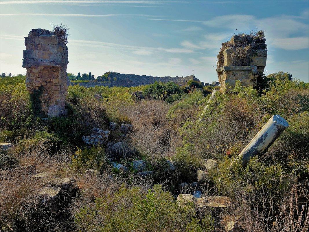 На пути к античному Амфитеатру... - Sergey Gordoff