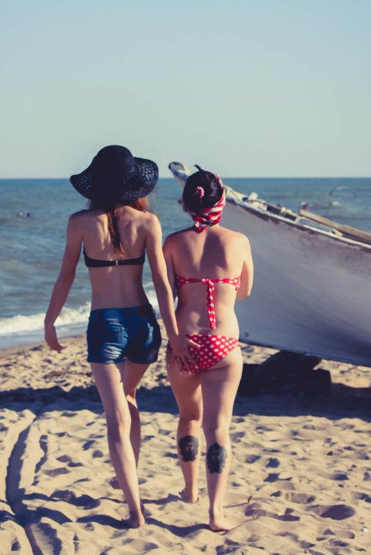 Девушки, пляж - Дмитрий Чернов