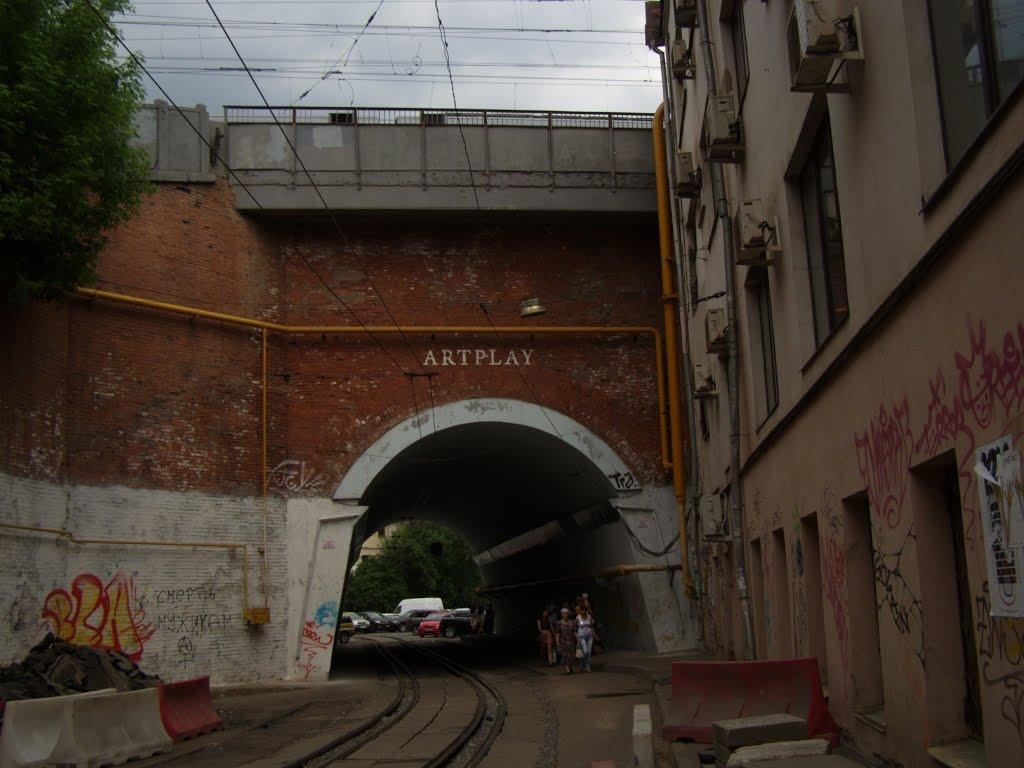 арка в старом промышленном районе - Анна Воробьева