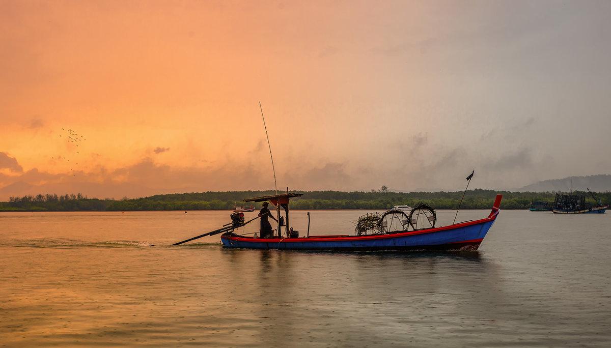 Утро,дождик и рыбак...Таиланд! - Александр Вивчарик