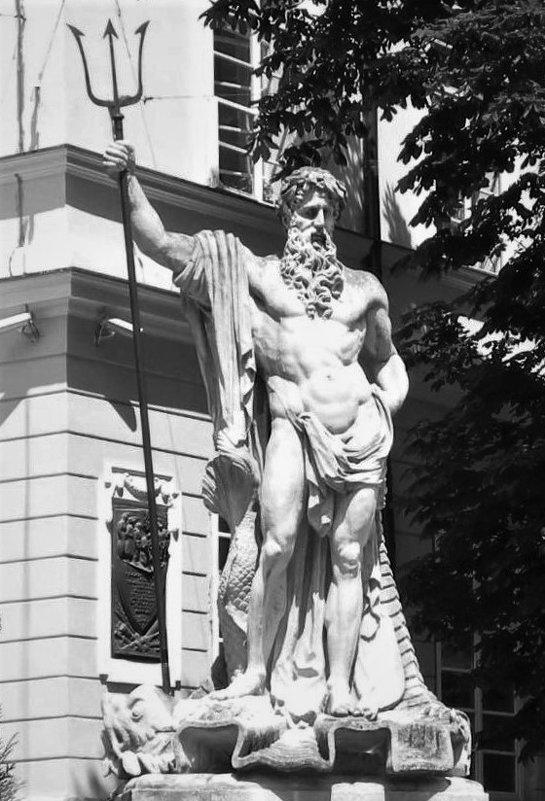 Нептун. Львовская площадь Рынок - Avada Kedavra!