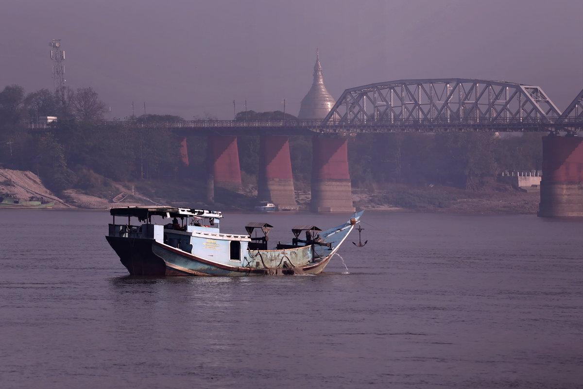 Много разного плавает по Иравади - Владимир