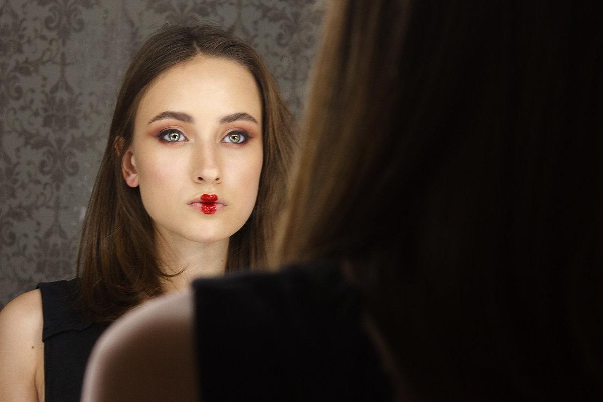Отражение в зеркале. - oksana sivtunova