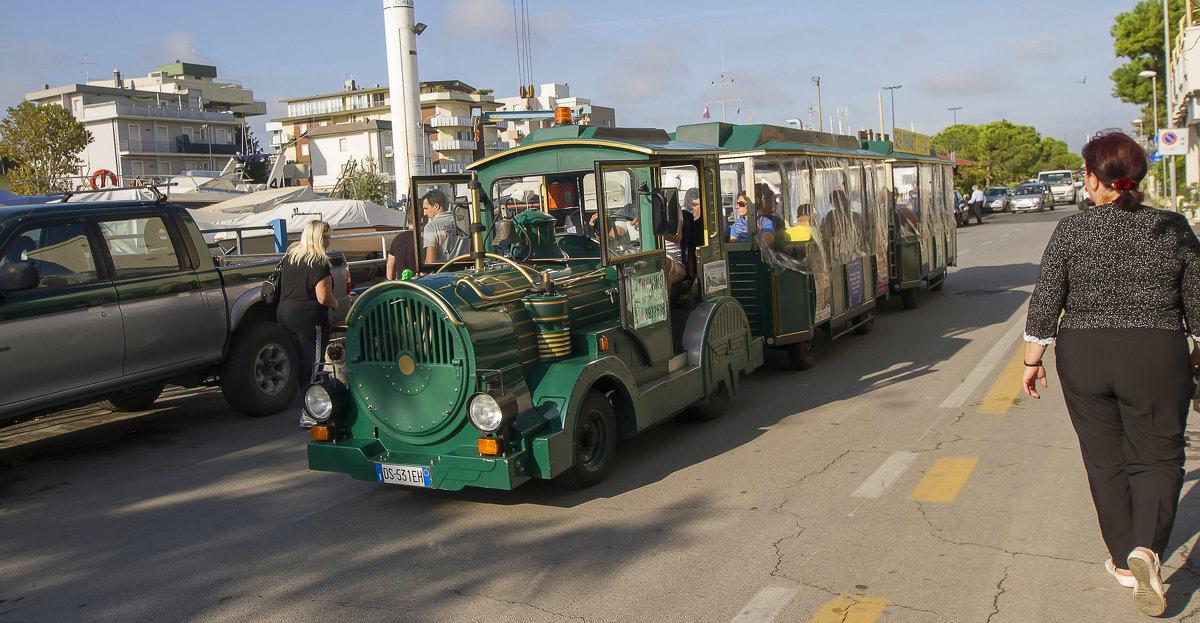 Паровозик по улицам Римини - leo yagonen