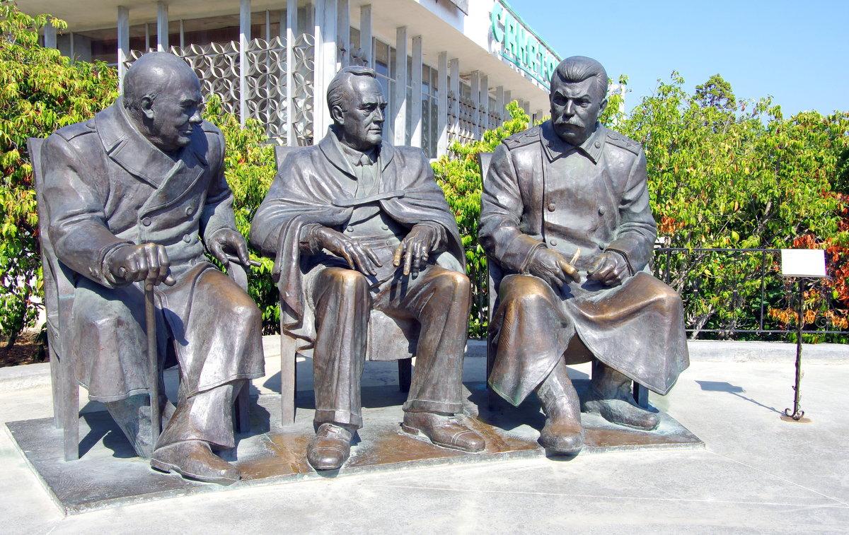 Памятник Черчиллю, Рузвельту и Сталину. - Валерий Новиков