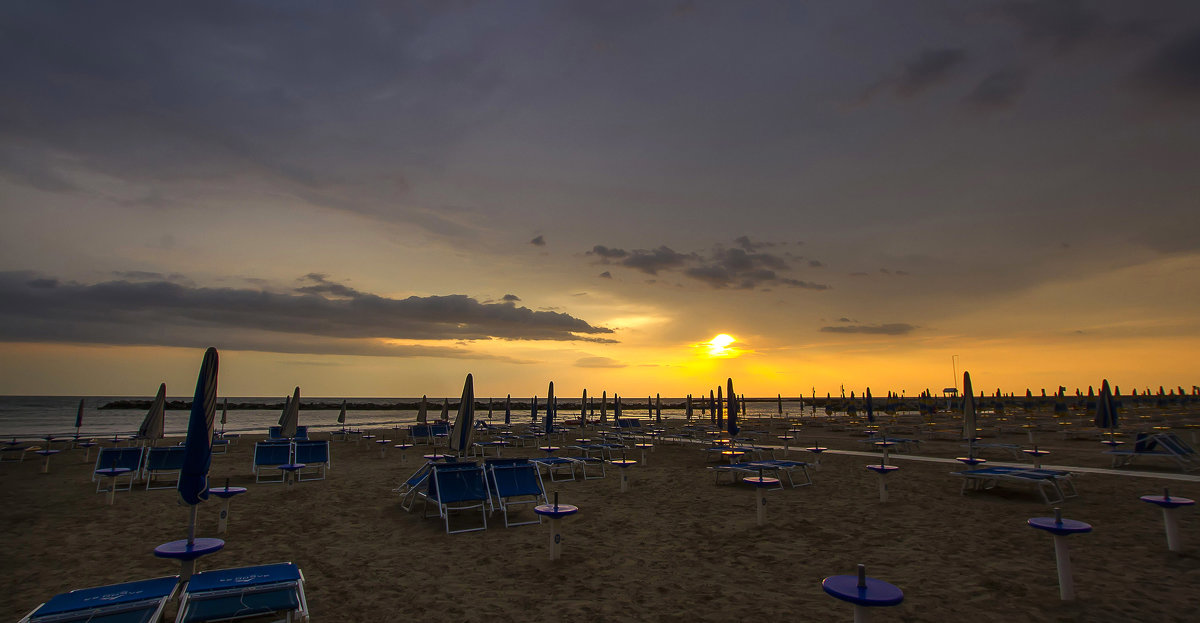 Утро на пляже в Римини - leo yagonen