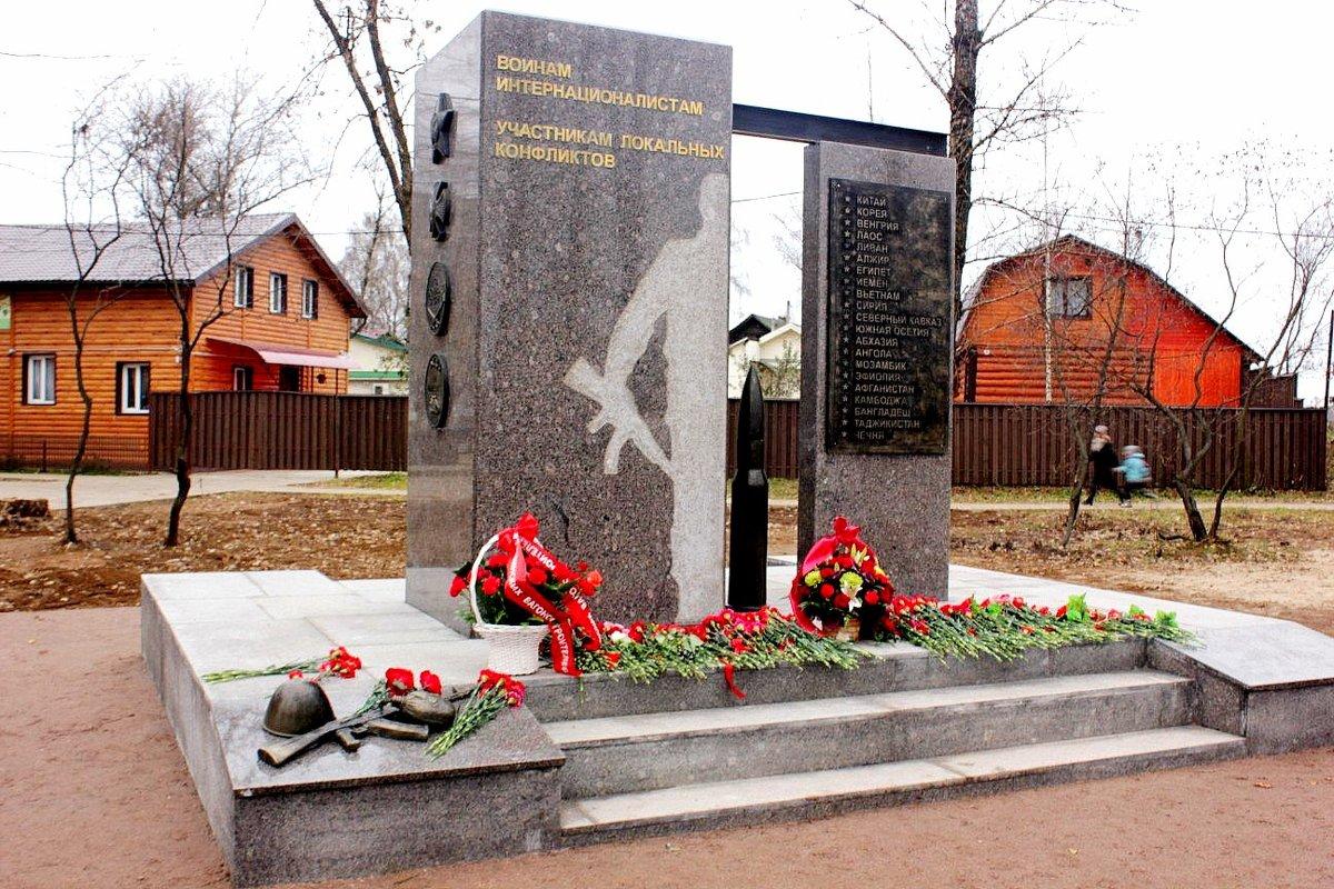 Памятник - Сергей Кочнев