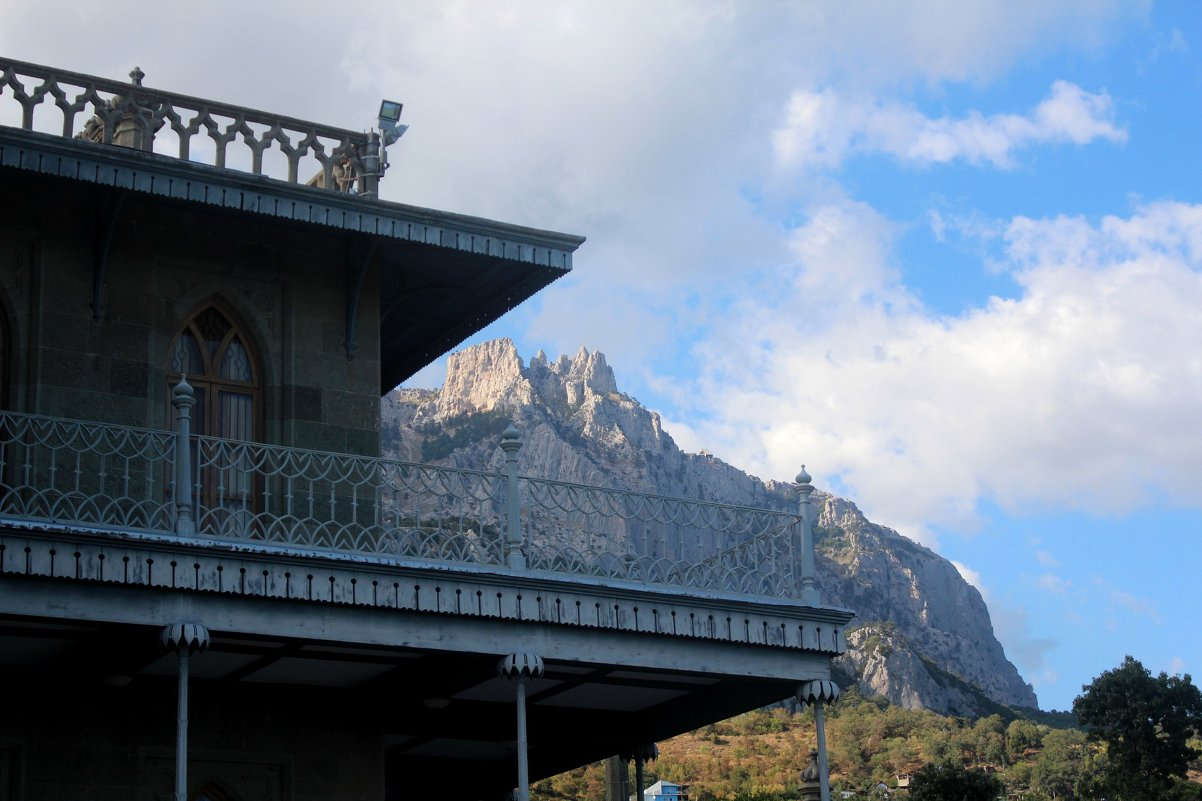 У подножия горы Ай-Петри - Виктория Левина