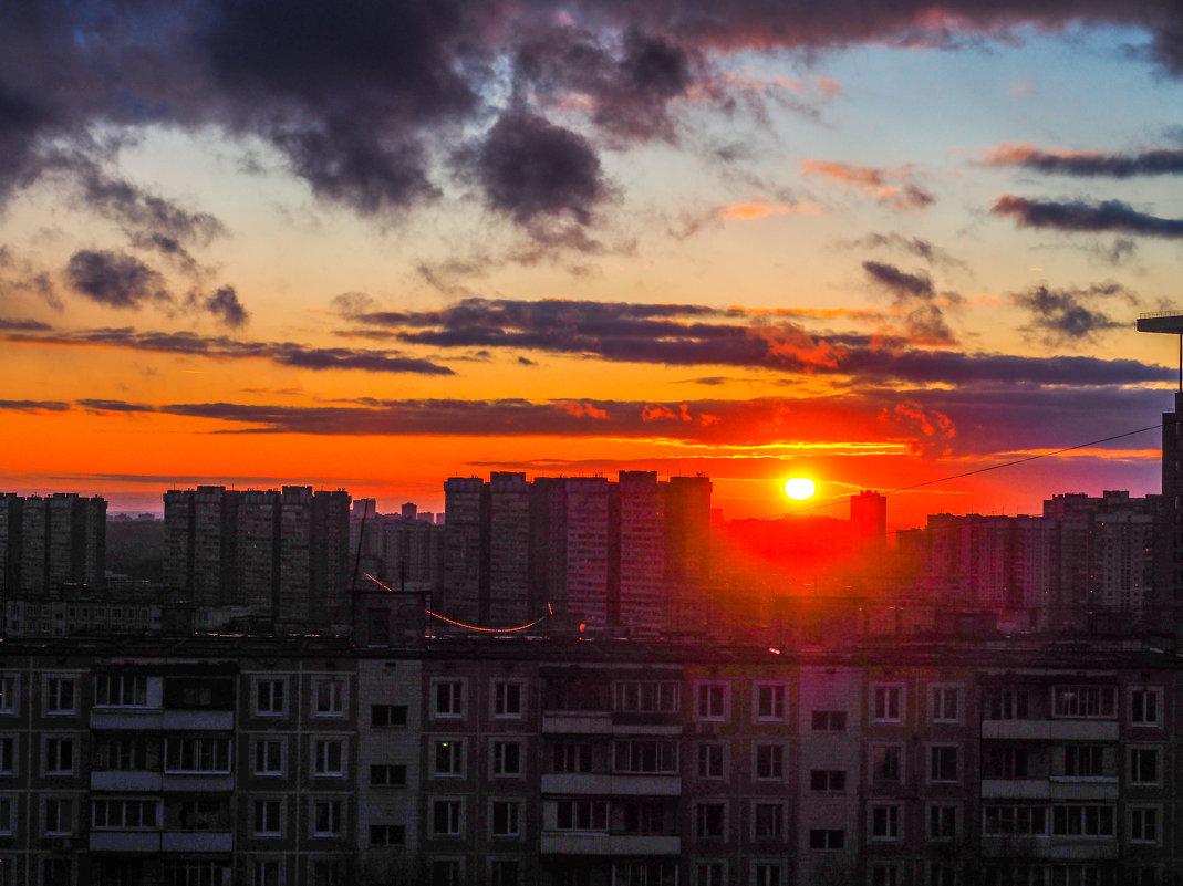 закат в городе - Лариса Батурова