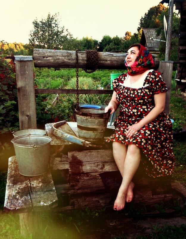 Но всё так же ночью снится мне деревня Отпустить меня не хочет родина моя - Наташа .