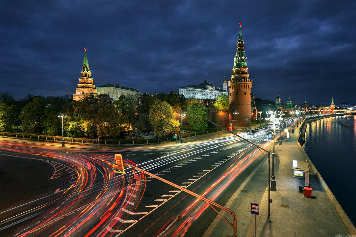 / Вечерние огни столицы... / - Юрий Морозов
