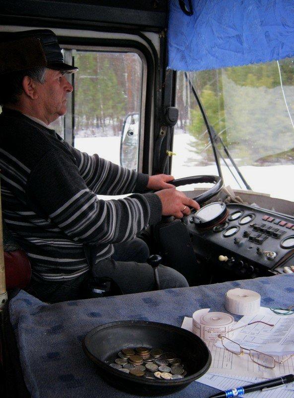 водитель  автобуса   и кондуктор - Владимир Коваленко