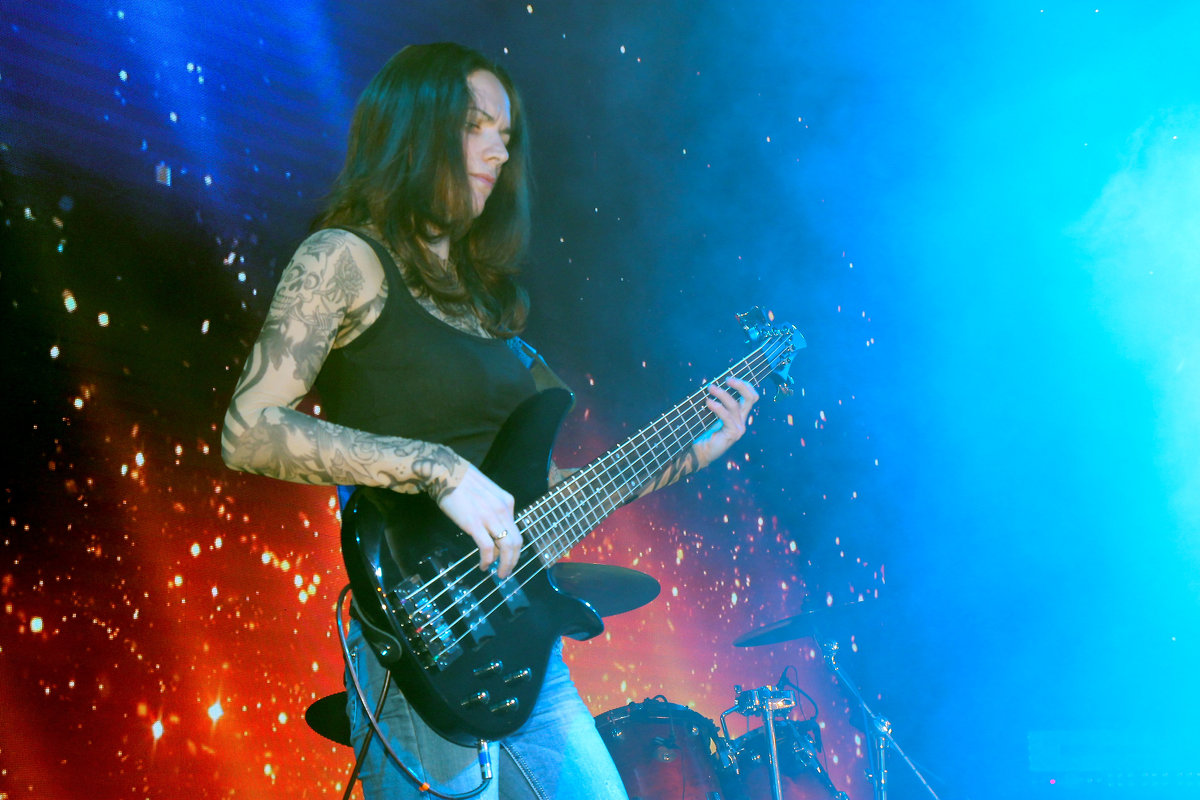 девушка бас-гитаристка - Владимир Климин