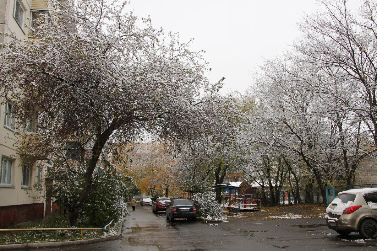 Первый снег в октябре - Олег Афанасьевич Сергеев