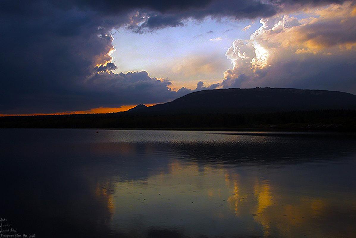 Рассвет: Озеро и хребет Зюраткуль ..... - Aleks Ben Israel