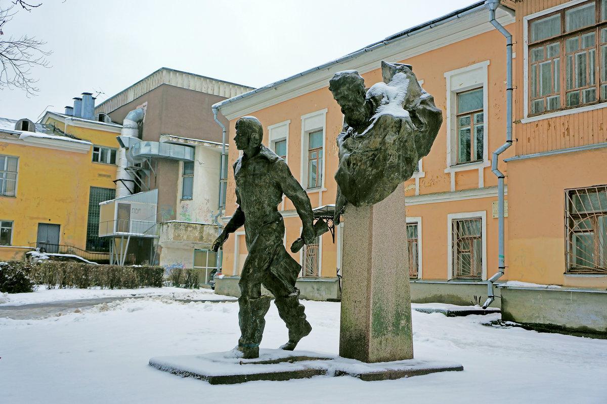 "Монумент ""Два капитана"" - Ольга Маркова"