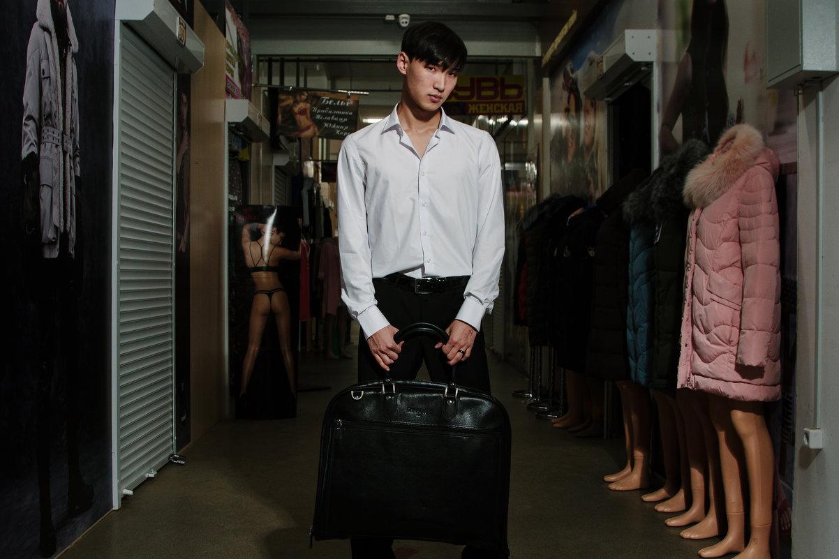Реклама одежды на рынке - Dmitriy Predybailo